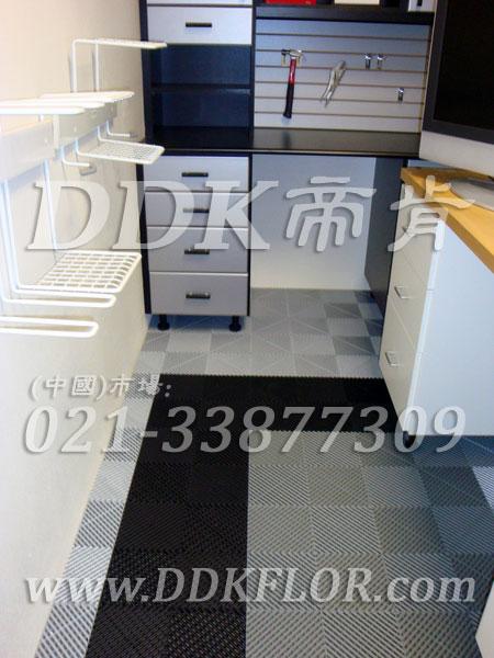 灰色相间黑色(5)快速拼装型办公室地板砖样板图片,帝肯(DDK)_8100_8850(办公室地面装修材料)效果图,办公室pvc地板,办公室地板,办公室地板砖,办公室地板胶,办公室地胶,办公室塑胶地板,办公室片材地板