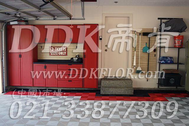 红色相间灰色和黑色(7)快速拼装型办公室地板砖样板图片,帝肯(DDK)_8100_8850(办公室地面装修材料)效果图,办公室pvc地板,办公室地板,办公室地板砖,办公室地板胶,办公室地胶,办公室塑胶地板,办公室片材地板