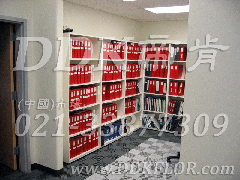 灰色组合(8)快速拼装型办公室地板砖样板图片,帝肯(DDK)_8100_8850(办公室地面装修材料)效果图,办公室pvc地板,办公室地板,办公室地板砖,办公室地板胶,办公室地胶,办公室塑胶地板,办公室片材地板