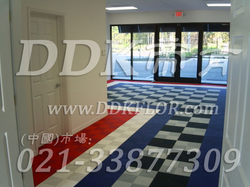 蓝白黑红多色色组合(9)快速拼装型办公室地板砖样板图片,帝肯(DDK)_8100_8850(办公室地面装修材料)效果图,办公室pvc地板,办公室地板,办公室地板砖,办公室地板胶,办公室地胶,办公室塑胶地板,办公室片材地板