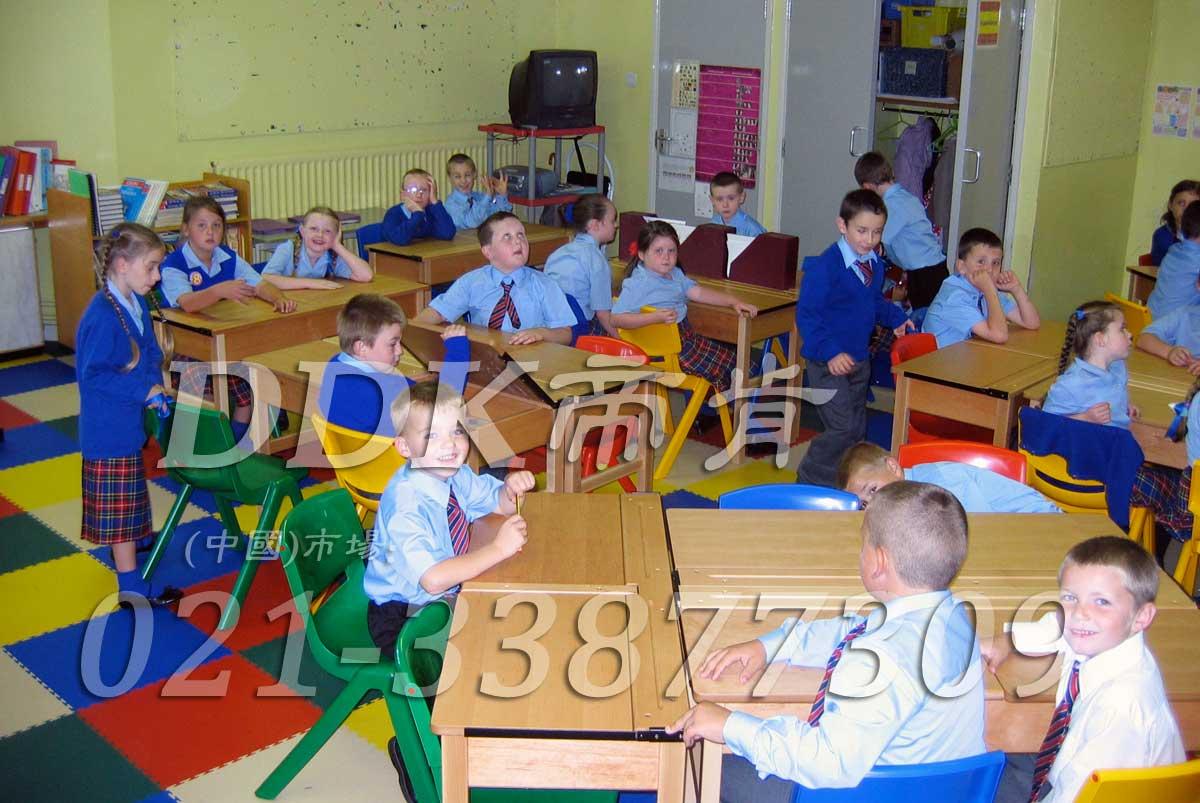多色相拼装_幼儿园教室地面材料样板图片,帝肯(DDK)_2000_3377(幼儿园教室地面材料)效果图,幼儿园pvc塑胶地板,幼儿园地板,幼儿园地板砖,幼儿园地板胶,幼儿园地板革,幼儿园塑料地板,幼儿园室内地板,幼儿园拼装地板,幼儿园教室地板