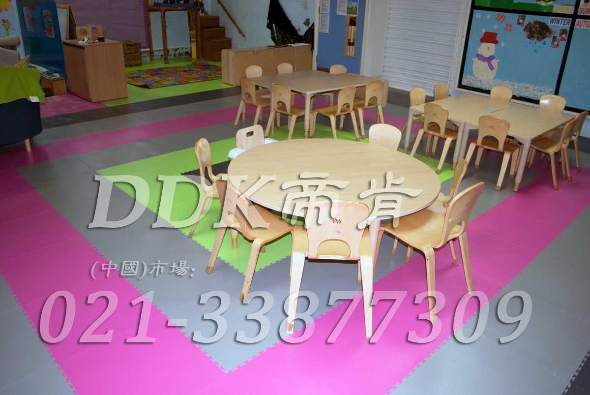 红灰绿拼装铺设的幼儿园课堂地面砖样板图片,帝肯(DDK)_2000_3377(幼儿园教室地面材料)效果图,幼儿园pvc塑胶地板,幼儿园地板,幼儿园地板砖,幼儿园地板胶,幼儿园地板革,幼儿园塑料地板,幼儿园室内地板,幼儿园拼装地板,幼儿园教室地板