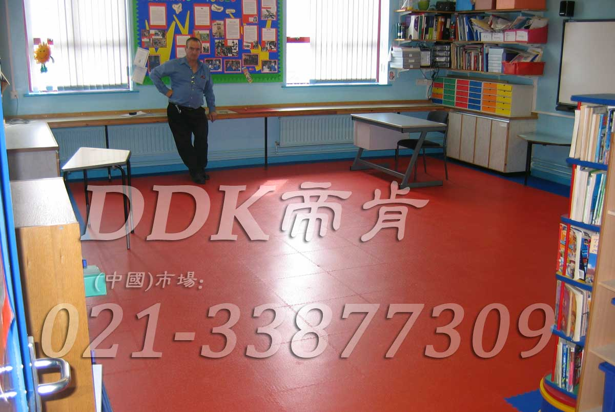 服帖易安装的幼儿园专用pvc地板_红色铺贴(3)样板图片,帝肯(DDK)_2000_3377(幼儿园教室地面材料)效果图,幼儿园pvc塑胶地板,幼儿园地板,幼儿园地板砖,幼儿园地板胶,幼儿园地板革,幼儿园塑料地板,幼儿园室内地板,幼儿园拼装地板,幼儿园教室地板