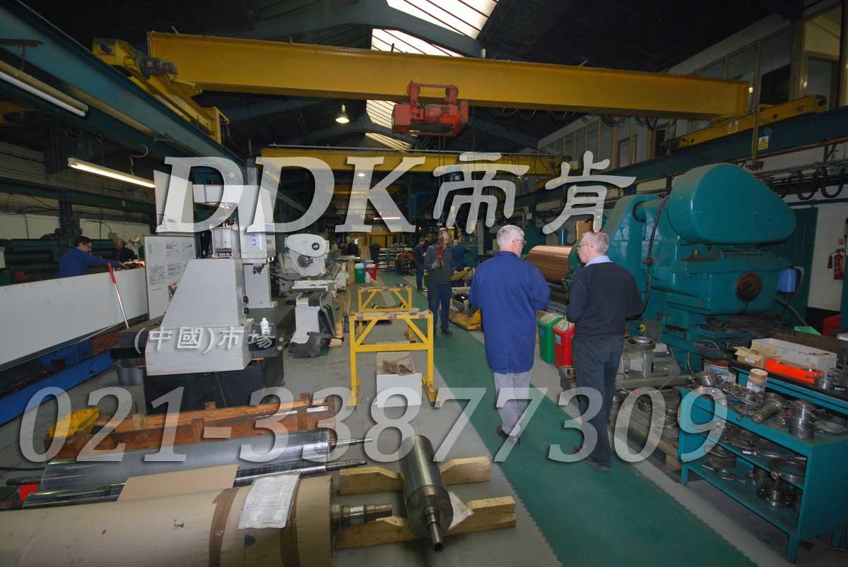 过重型车的厂房地面装配式耐磨耐压地板_灰色和绿色