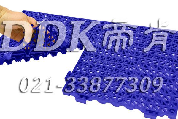 工业蓝颜色_漏空型耐油防滑地面铺设材料30*30cm样板图片,帝肯(DDK)_8300(SMX|世劲)效果图,塑料防滑网格垫,塑料网格防滑地垫,塑料网格扳,网格塑料垫,网格地垫,网格地板,网格防滑垫,网格塑料地板垫,防滑塑料网格,网孔地垫,室外拼接地垫,拼装地垫,拼接式地垫,拼接式防滑垫,防滑拼垫,PVC拼接地垫,室外镂空拼装地板,篮球场地拼装地板,漏水防滑垫,漏水地胶,漏水地垫,漏水橡胶垫,透水地垫,防水地垫,防水地毯,防水垫,防水地胶垫,防水防滑垫,隔水地垫,隔水地板,隔水材料,耐油耐水地垫,疏水垫,疏水性材料,疏水砖,疏水防滑地垫,疏水防滑垫,疏水板,塑料胶垫,pvc防水地垫,z字型疏水垫,卫生间防水地垫,卫生间防水垫,卫生间地板隔水垫,排水地垫,排水地板,排水防滑垫,泄水型地板砖,透水防滑塑胶地垫,防滑隔水垫,防潮地垫,pvc防滑地胶,PVC防滑垫,pvc地垫,pvc地胶