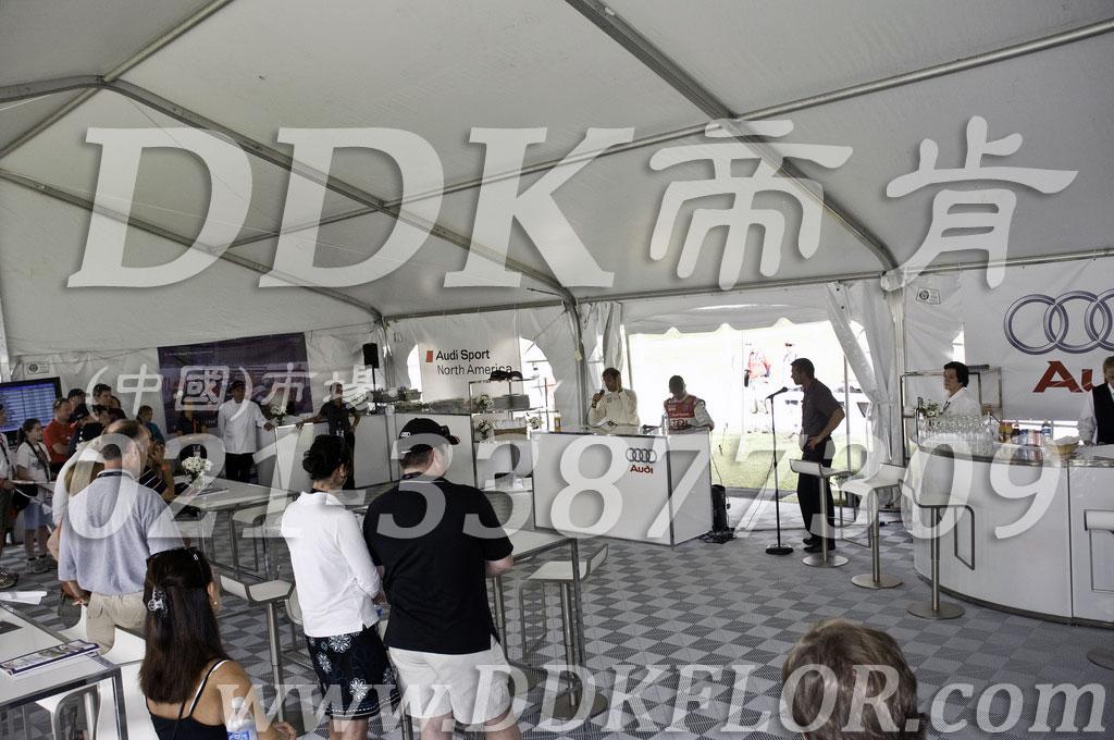 奥迪运动北美赛事活动户外招待会帐篷使用地面材料_浅灰白色满铺组合活动地板
