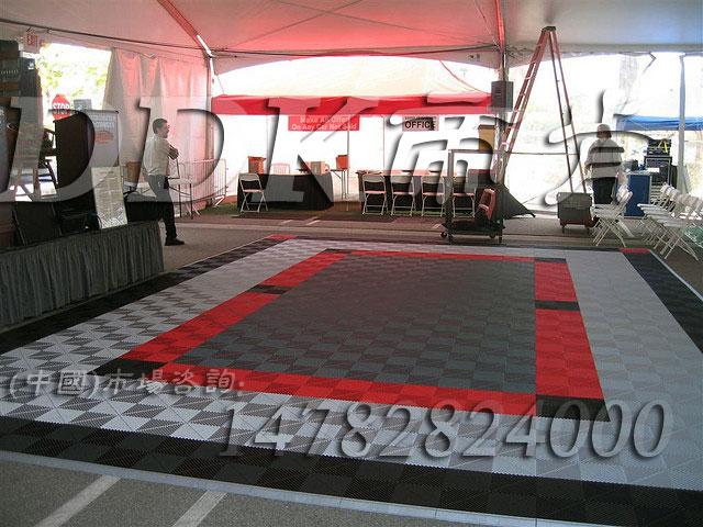 【室外塑料防滑地垫】快捷拼装型室外塑料防滑地垫_灰白黑红三色组合效果样板图片,帝肯(DDK)_8100_900(大门入口防滑垫)效果图,室外地垫,室外地板胶,室外防滑地垫,室外地胶