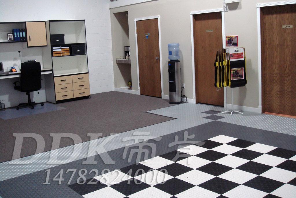 【办公室简易地板】黑白灰拼色样板图片,帝肯(DDK)_3000_9979(工厂用耐酸碱耐磨防油地面砖)效果图,办公室地板胶,办公室片材地板
