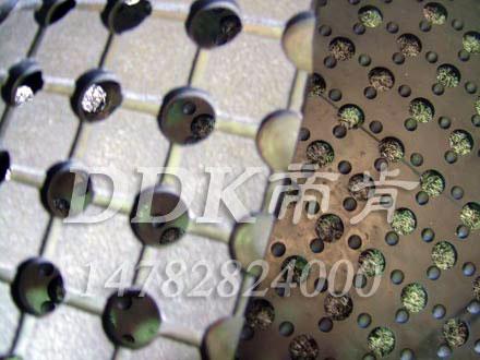 耐磨抗压多孔橡胶材质地毯_黑色样板图片,帝肯(DDK)_4500_222(室外草坪走道铺设材料)效果图,带孔防滑垫,多孔橡胶垫,多孔防滑地垫