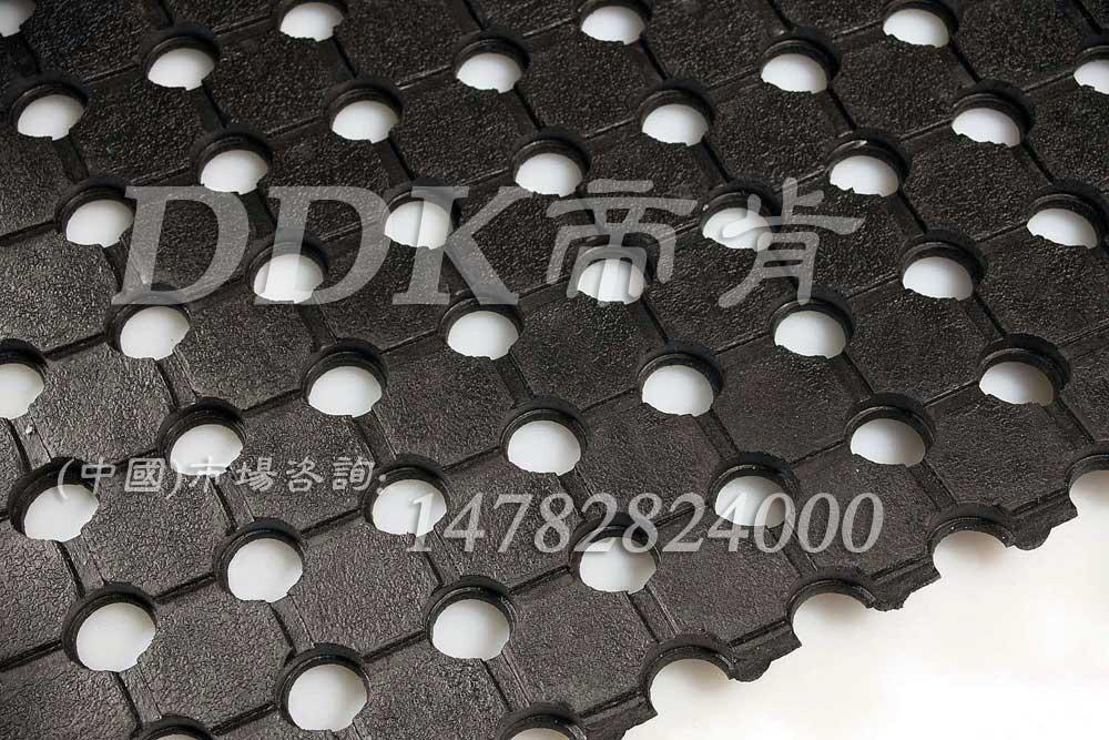 10mm厚黑色网孔安全地毯样板图片,帝肯(DDK)_4500_222(室外草坪走道铺设材料)效果图,减震橡胶垫,抗疲劳地毯,橡胶地毯,防疲劳地毯,防滑卷材
