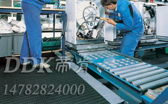 机器维修区地面铺设用防滑安全网格地毯样板图片,帝肯(DDK)_1900_9979(工业地面铺地材料)效果图,塑料网格防滑地垫,网状地毯,网状防滑垫,网格防滑垫,网眼防滑,防滑塑料网格