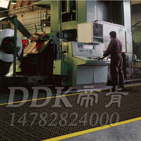 【工业防油防滑地垫「帝肯(DDK)_8300_9979」】工厂地面油多易滑倒该用什么防滑垫?