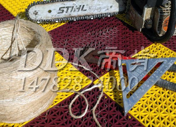 【放工具地垫】防止碰伤损坏用放工具地垫样板图片,帝肯(DDK)_8300_9979(防水防油型车间地面防滑材料)效果图,工业地垫,工厂地垫,车间地垫