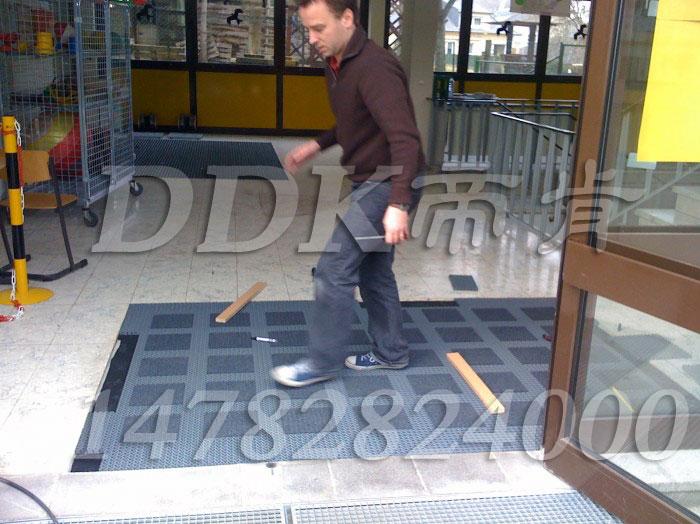 【除尘刮泥垫怎么安装】安装除尘地垫样板图片,帝肯(DDK)_3MD9300(曼达)效果图,地面材料铺装方法问答,刮泥地垫