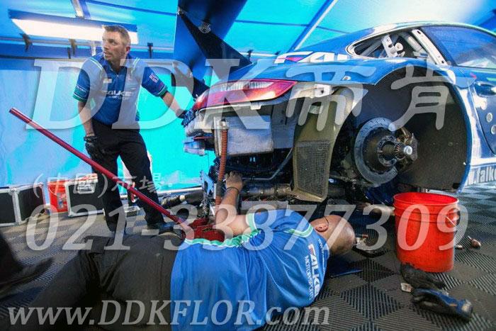 16快拼式灰色耐油防滑维修间地板样板图片,帝肯(DDK)_8100_6008(赛车P房帐篷地板)效果图,帐篷地胶