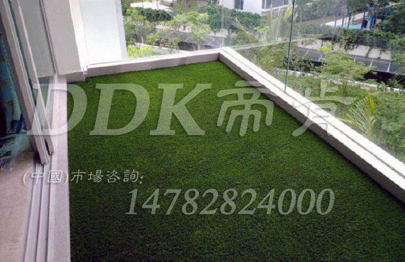 【阳台用什么地毯?】绿色仿真阳台地毯样板图片,帝肯(DDK)_6200(Green|歌林)效果图,阳台装修,阳台地砖装修,人造草坪,户外塑料草坪,露台草坪,绿草地垫,草坪地毯