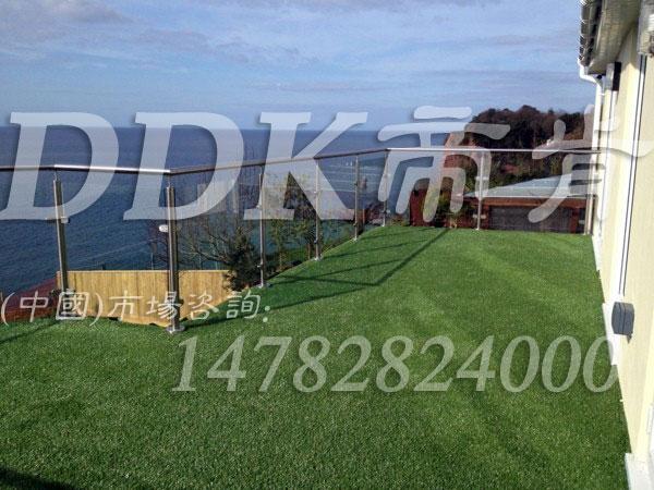 【楼顶露台地板铺什么】仿真草坪铺楼顶露台地板样板样板图片,帝肯(DDK)_6200(Green|歌林)效果图,室外露台装修,露台草坪,露台地面装修,顶楼露台装修