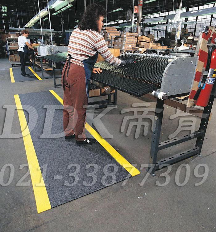 【平纹防滑表面工厂通道软地毯】提供舒适型聚氯乙烯发泡工厂通道防滑地毯卷材(经济型),3MM-5MM厚可定制。